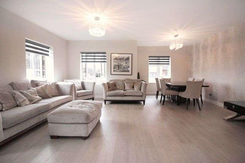 3 Bedrooms Flat for sale in Boleyn Court, Buckhurst Hill