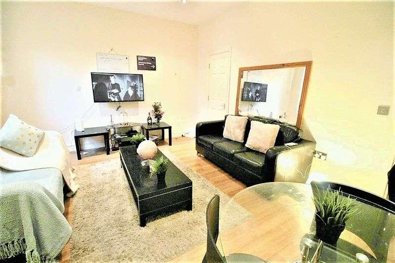 7 Bedrooms House for rent in Winston Gardens, Headingley, LS6 3LA