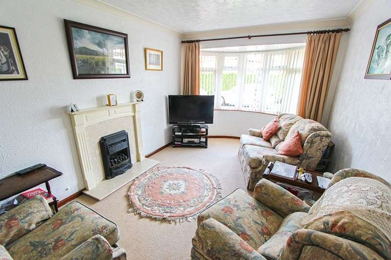 2 Bedrooms Detached Bungalow for sale in Wallington Close, Bloxwich, Walsall