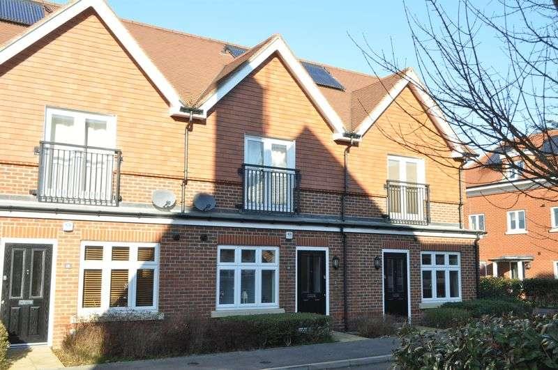 2 Bedrooms Terraced House for sale in Elliston Way, Ashtead