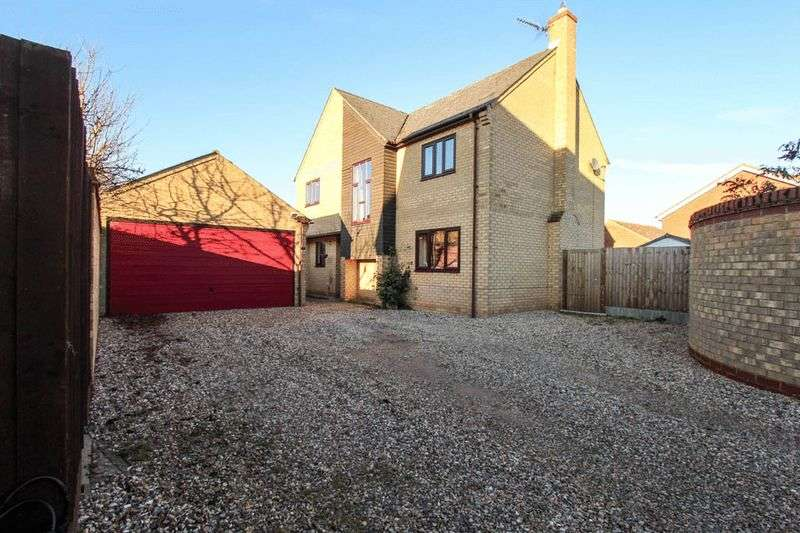 4 Bedrooms Detached House for sale in Grove Park, Fordham