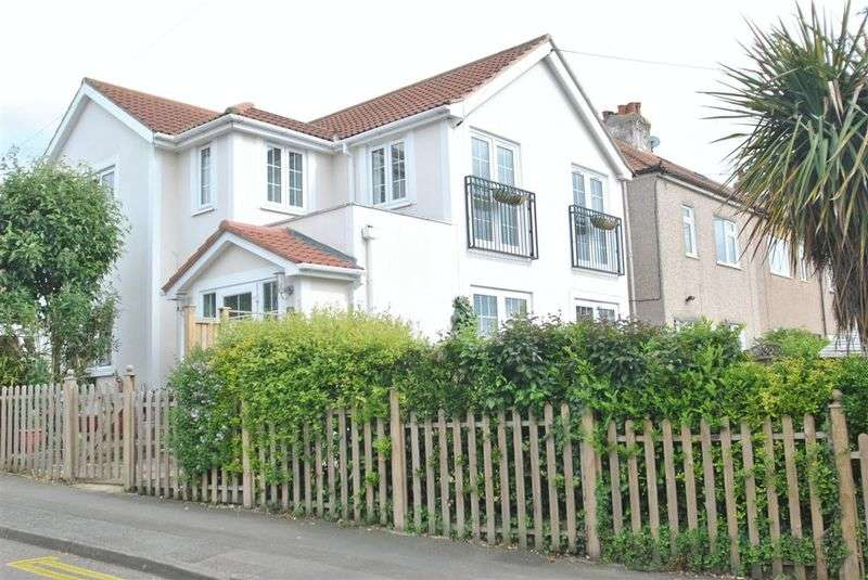 4 Bedrooms Detached House for sale in Vine Road, Orpington