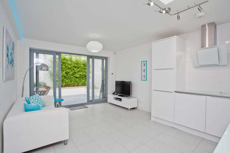 2 Bedrooms Flat for sale in Station Street, Lewes