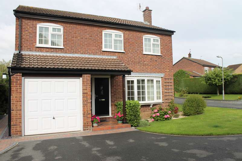 4 Bedrooms Detached House for sale in Apple Garth, Easingwold, York, YO61 3LZ