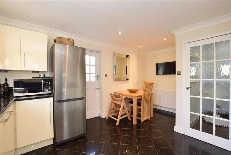 3 Bedrooms Semi Detached House for sale in Clappers Meadow, Alfold, Surrey