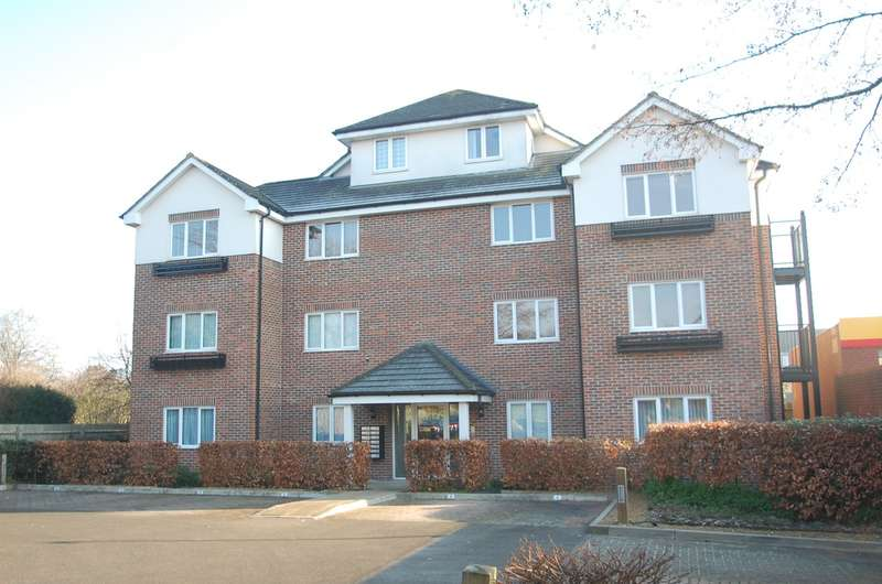 2 Bedrooms Flat for sale in Lincoln Court, Green Tiles Lane, Denham, UB9