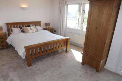 2 Bedrooms Flat for sale in Flat 3, 100 Hotwell Road, Bristol