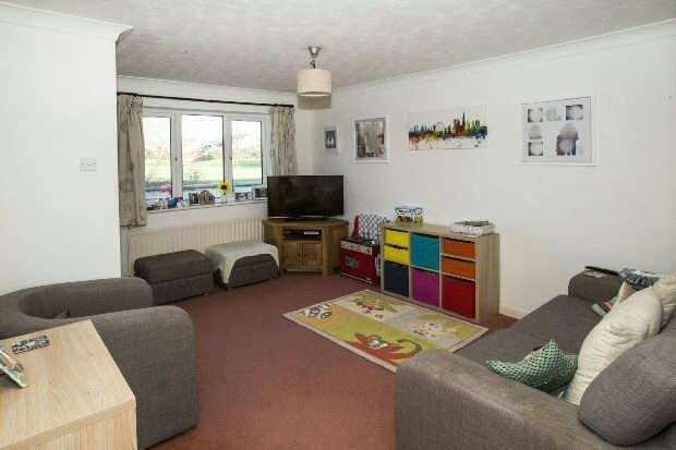 3 Bedrooms End Of Terrace House for sale in Felixstowe Close, Lower Earley, Reading,
