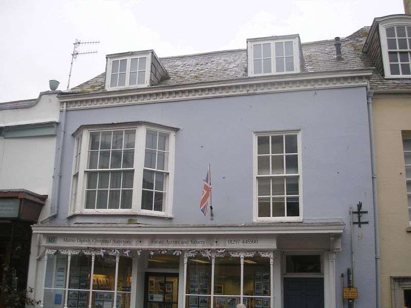 2 Bedrooms Flat for rent in Broad Street, Lyme Regis