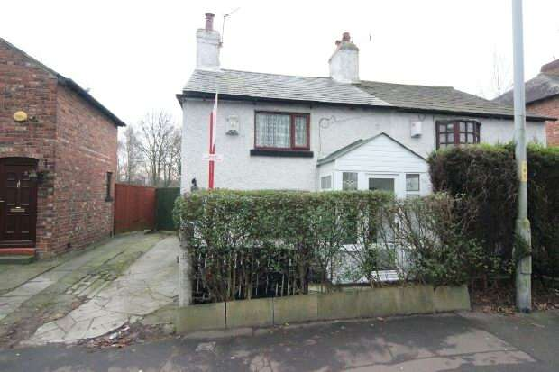 2 Bedrooms Semi Detached House for sale in Altrincham Road, Manchester