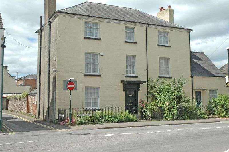 4 Bedrooms Semi Detached House for sale in Drybridge Street, Monmouth