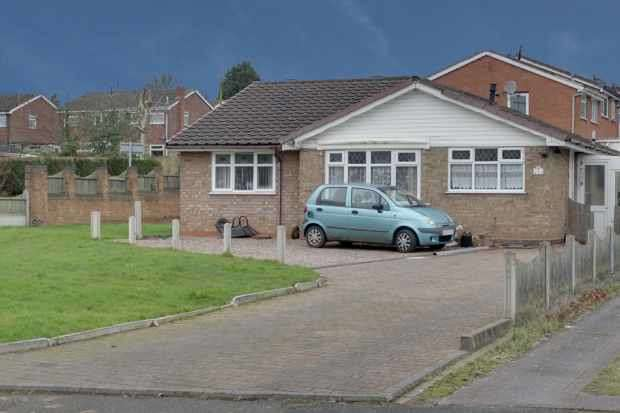3 Bedrooms Detached Bungalow for sale in Glenhaven, Rugeley, Staffordshire, WS15 2AY