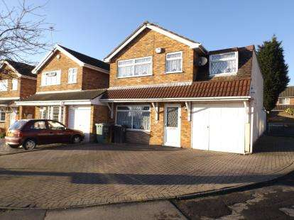 4 Bedrooms Detached House for sale in Dursley Close, Willenhall, West Midlands