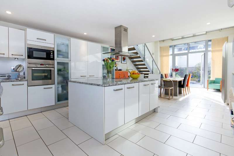 5 Bedrooms Town House for sale in Ilminster Gardens, Battersea, London