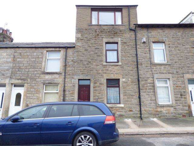 4 Bedrooms Terraced House for sale in Highfield Road, Carnforth, Lancashire, LA5 9BE