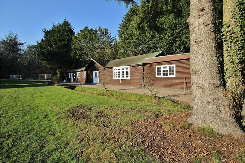 2 Bedrooms Detached Bungalow for sale in Gole Road, Pirbright, Surrey, GU24