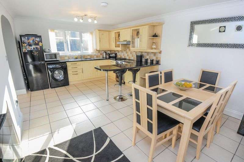 4 Bedrooms Semi Detached House for sale in Bedruthan Avenue, Truro, TR1