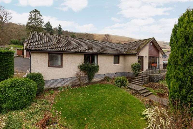 4 Bedrooms Bungalow for sale in 10 Millwell Park, Innerleithen, EH44 6JF