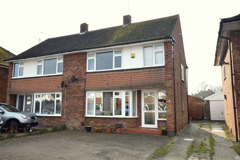 3 Bedrooms Semi Detached House for sale in Howard Avenue, Aylesbury