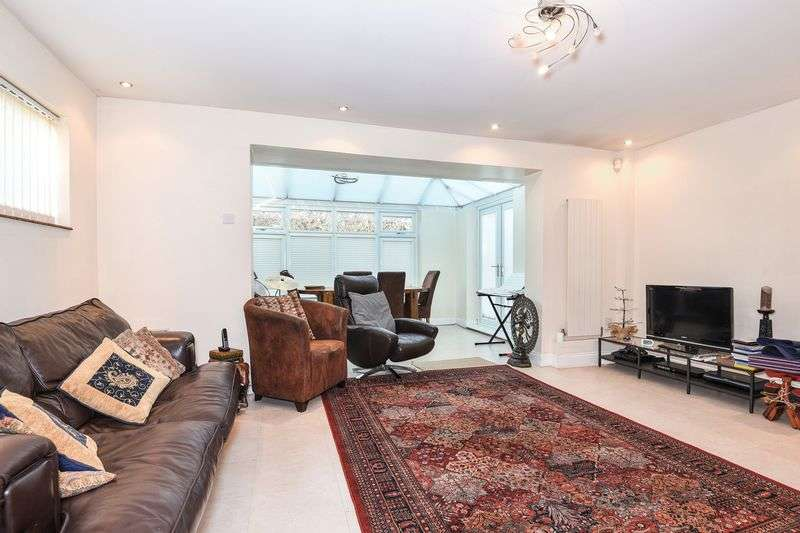 3 Bedrooms Detached Bungalow for sale in Harefield Road, Uxbridge, UB8