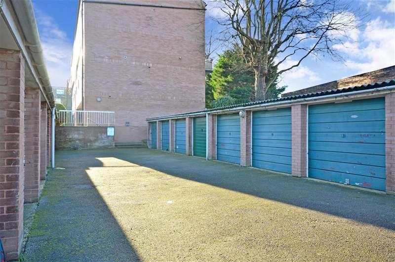 2 Bedrooms Ground Flat for sale in Cedar Gardens, Sutton, Surrey