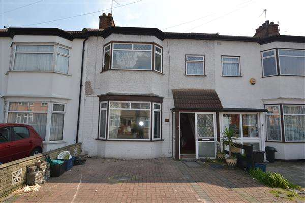 3 Bedrooms Terraced House for sale in Hertford Road, Newbury Park, Ilford