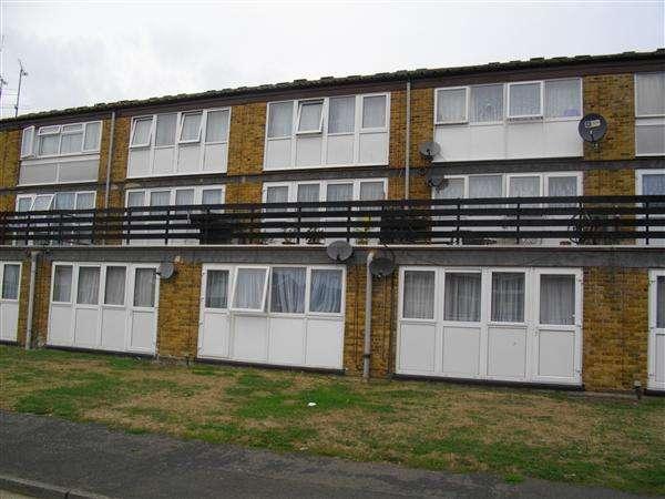 3 Bedrooms Maisonette Flat for sale in Brammas Close, Chalvey, Slough