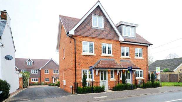 3 Bedrooms Semi Detached House for sale in Fernbank Road, Ascot, Berkshire