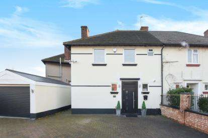 3 Bedrooms Semi Detached House for sale in Marvels Lane, London