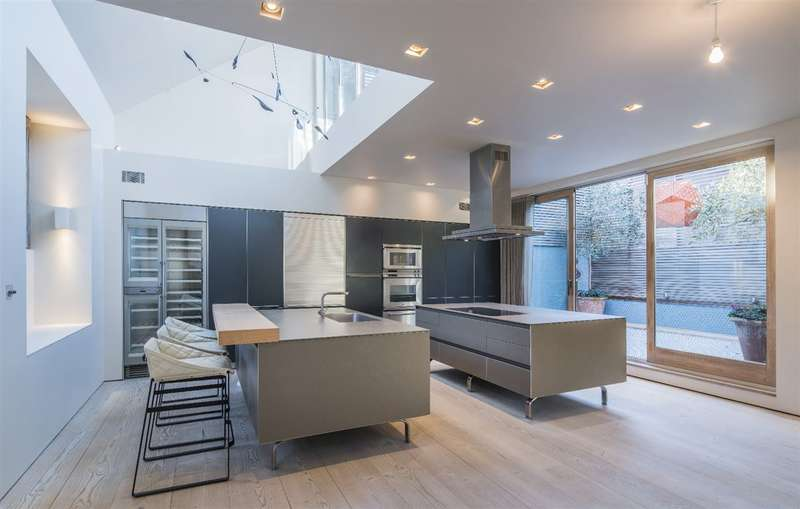 3 Bedrooms House for sale in Daleham Mews, Belsize Park, NW3