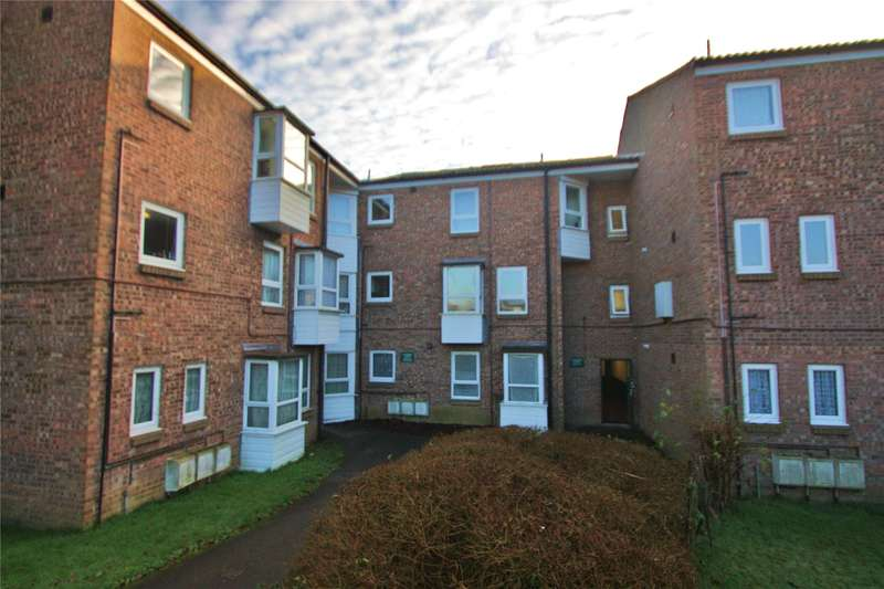 2 Bedrooms Apartment Flat for sale in Causeway Court, Woking, Surrey, GU21