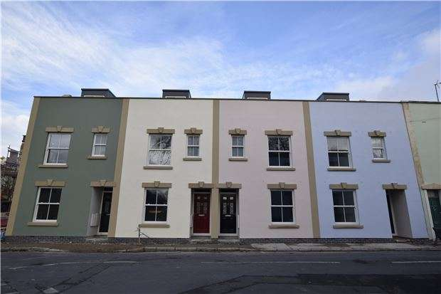 3 Bedrooms Terraced House for sale in Hill Avenue, Bristol, BS3 4SG