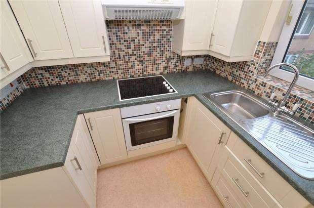 2 Bedrooms Flat for sale in Hometeign House, Salisbury Road, Newton Abbot, Devon