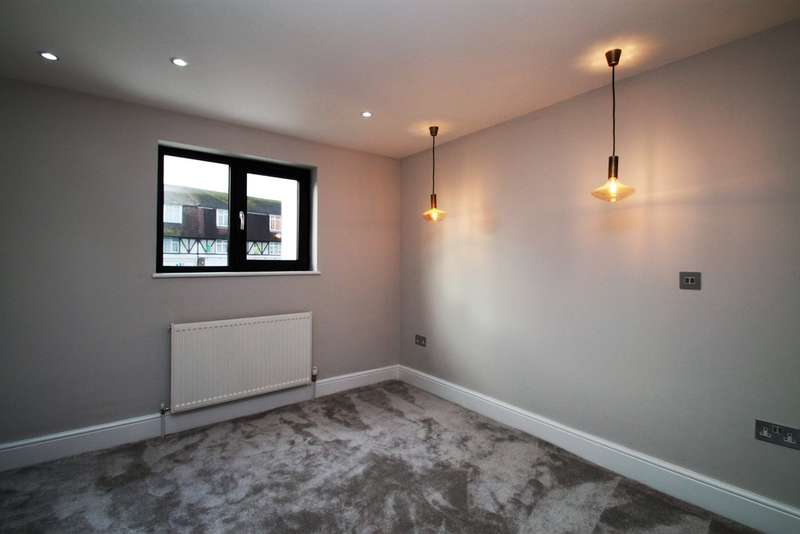 2 Bedrooms Terraced House for sale in Ewell Road, Surbiton