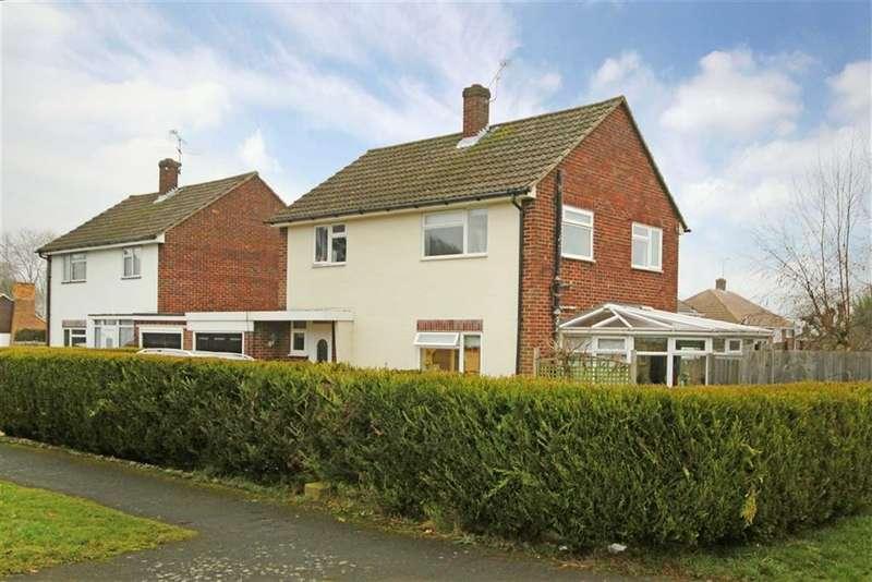 3 Bedrooms Property for sale in Laburnum Road, Farnham