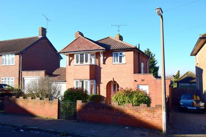 3 Bedrooms Detached House for sale in Vale Road, Aylesbury