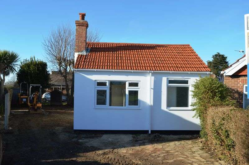 3 Bedrooms Detached Bungalow for sale in Sea Front Estate, Hayling Island