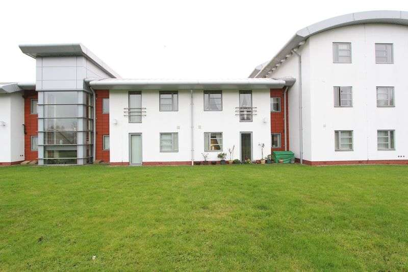2 Bedrooms Flat for sale in The Courtyard Wood Lane, West Bromwich