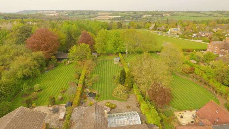 5 Bedrooms Detached House for sale in Broomfield Close, Great Missenden