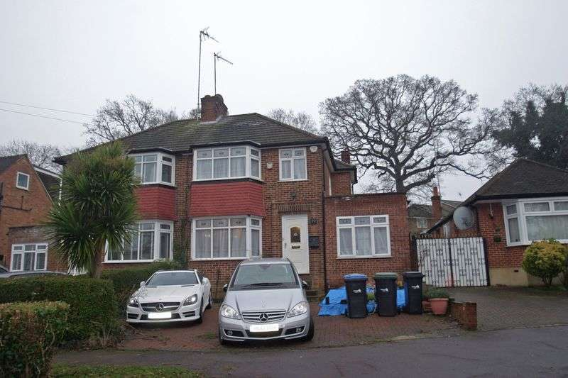 3 Bedrooms Property for sale in Oakwood, Enfield EN2