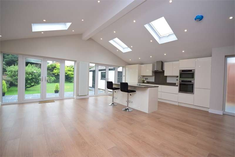 4 Bedrooms Detached House for sale in Windsor Road, Lytham St Annes, FY8
