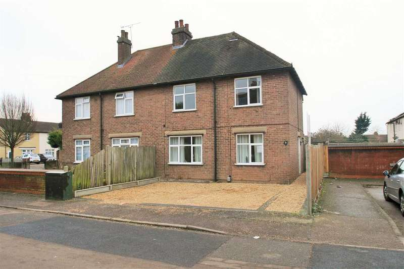 3 Bedrooms Semi Detached House for sale in Gascoigne Road, Colchester