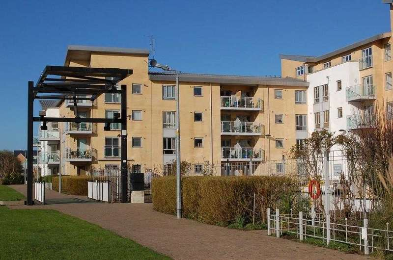 2 Bedrooms Apartment Flat for sale in Lockside, Marina One, Hill Road South, Chelmsford
