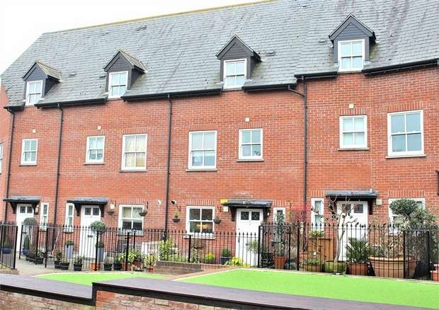 4 Bedrooms Terraced House for sale in Dunmow, Essex
