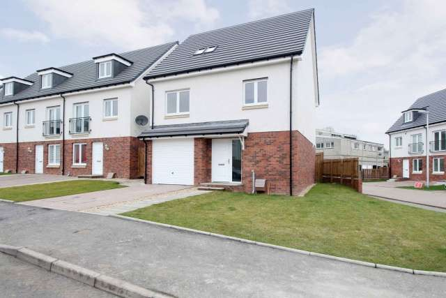 4 Bedrooms Detached Villa House for sale in Stillhouse Loan, Kirkliston, Edinburgh, EH29 9GF
