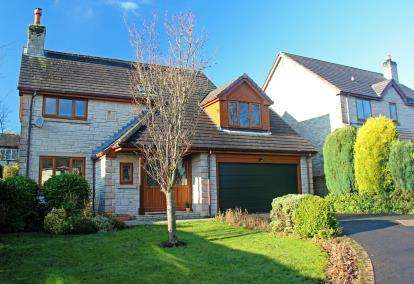 5 Bedrooms Detached House for sale in Reddish Road, Whaley Bridge, High Peak