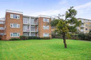 2 Bedrooms Flat for sale in Fourways, Canning Road, Croydon
