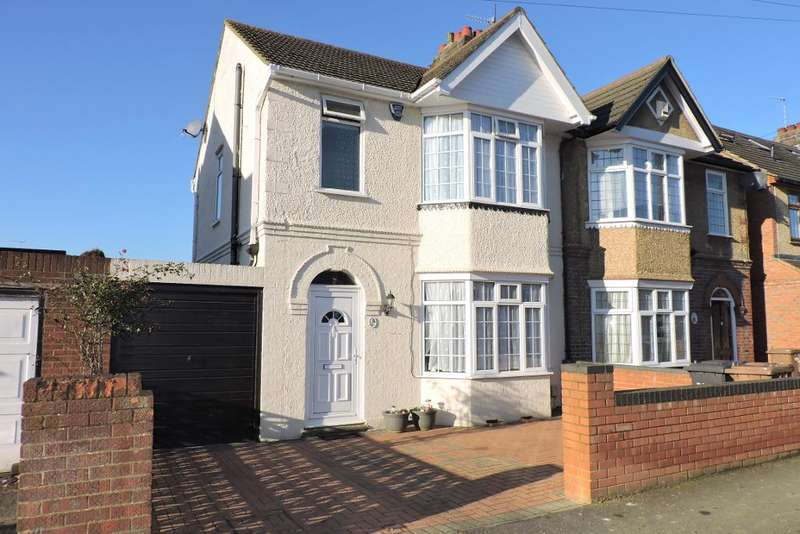3 Bedrooms Semi Detached House for sale in Culverhouse Road, Luton, Bedfordshire, LU3 1PY