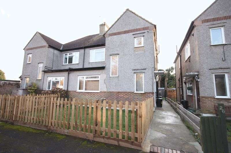 2 Bedrooms Maisonette Flat for sale in Harrow Gardens, Warlingham