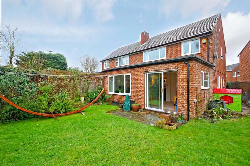 3 Bedrooms Semi Detached House for sale in Hamilton Close, Chertsey, Surrey, KT16
